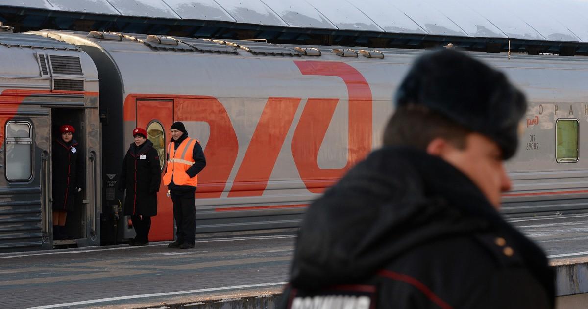 Тверские транспортные полицейские сняли с поезда двух дебоширов