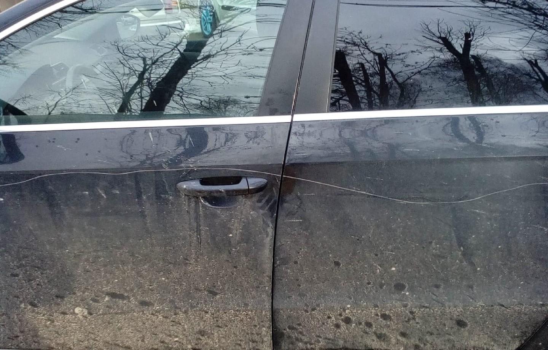 В Твери хулиган повредил шесть автомобилей движением руки