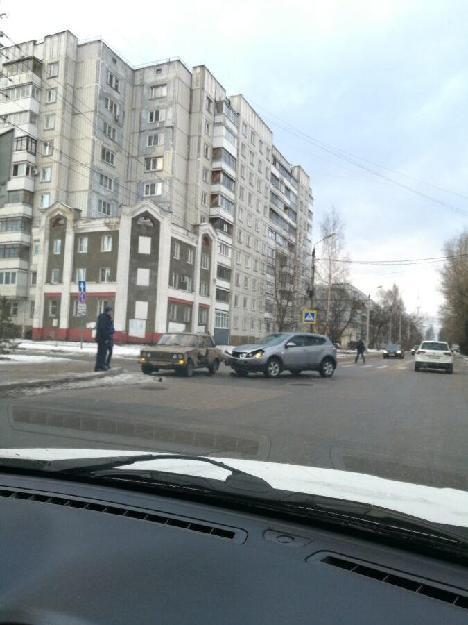 В Твери иномарка протаранила ВАЗ