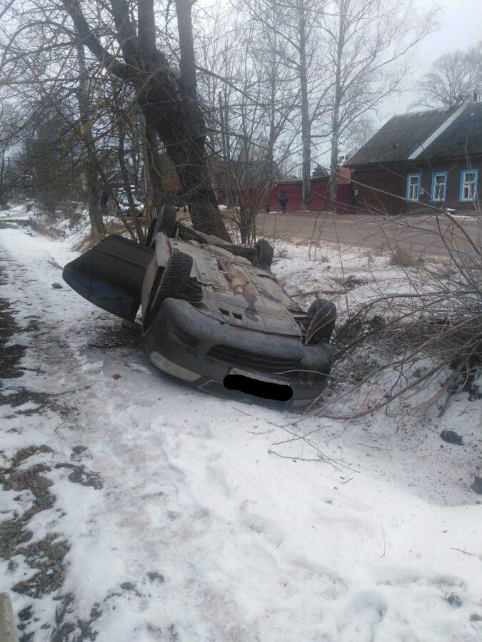Девушка пострадала в двойном ДТП в Тверской области
