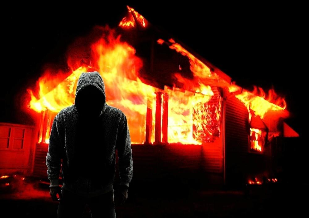 В Тверской области мужчина из личной неприязни поджог и чуть не взорвал соседей