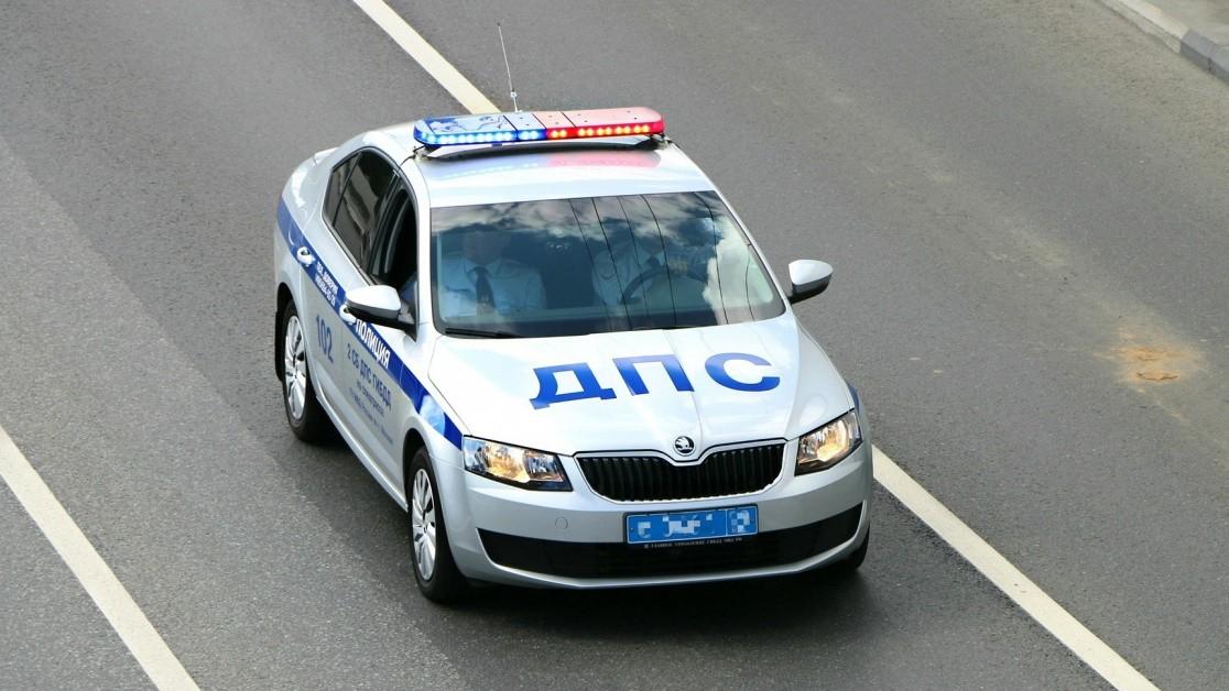 Женщину в Тверской области после опрокидывания машины зажало в салоне
