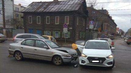 В Твери произошло ДТП с участием такси