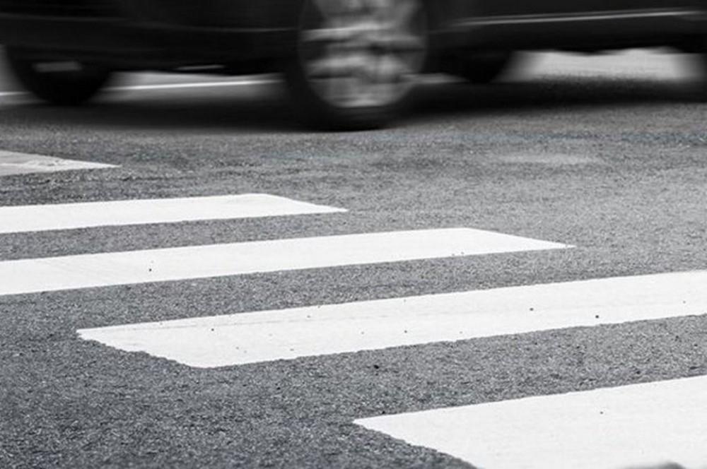 В Твери автомобиль сбил пешехода, переходившего дорогу на красный