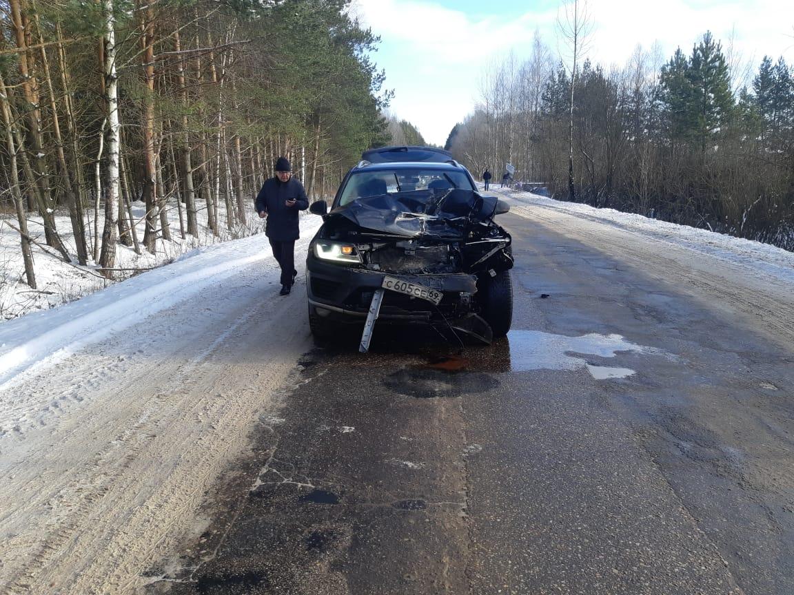 В  Тверской области джип слетел с обработанной трассы