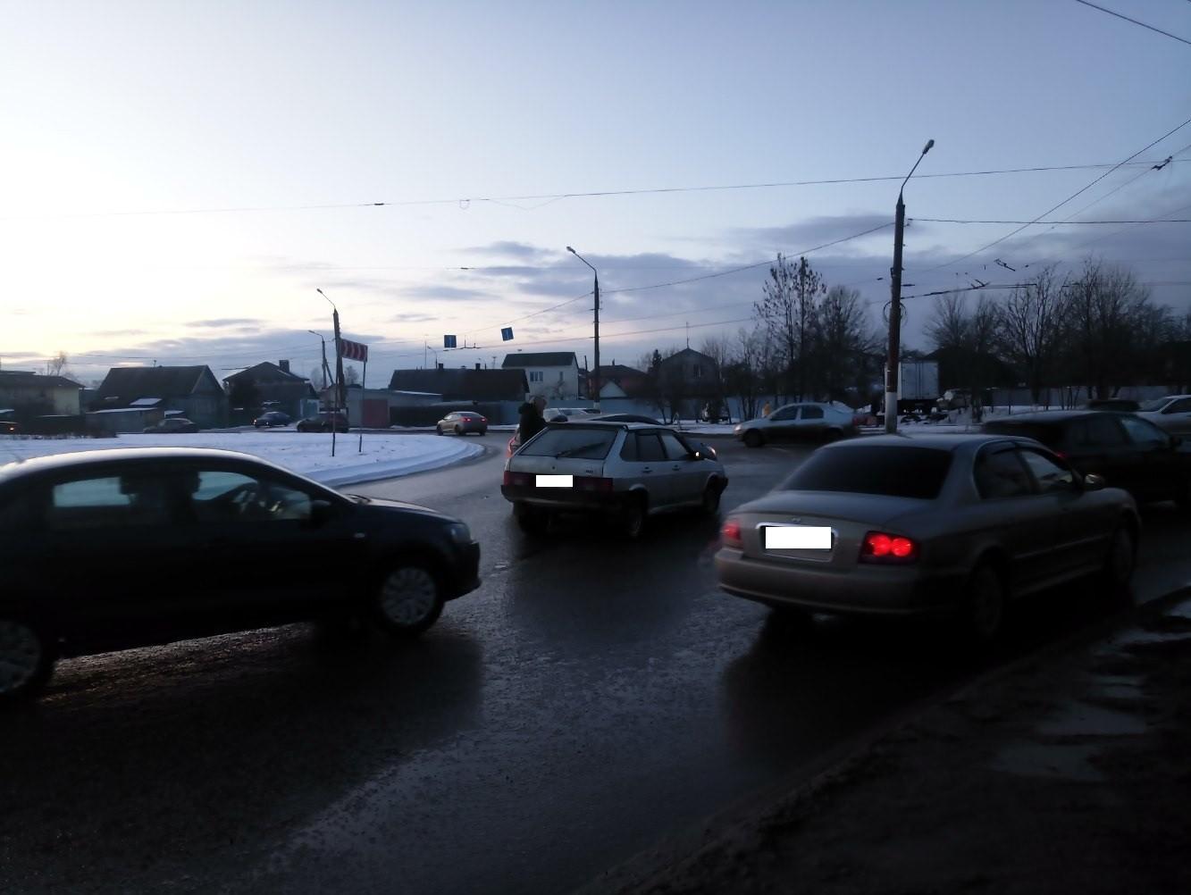 """На """"южном кольце"""" в Твери столкнулись два автомобиля"""