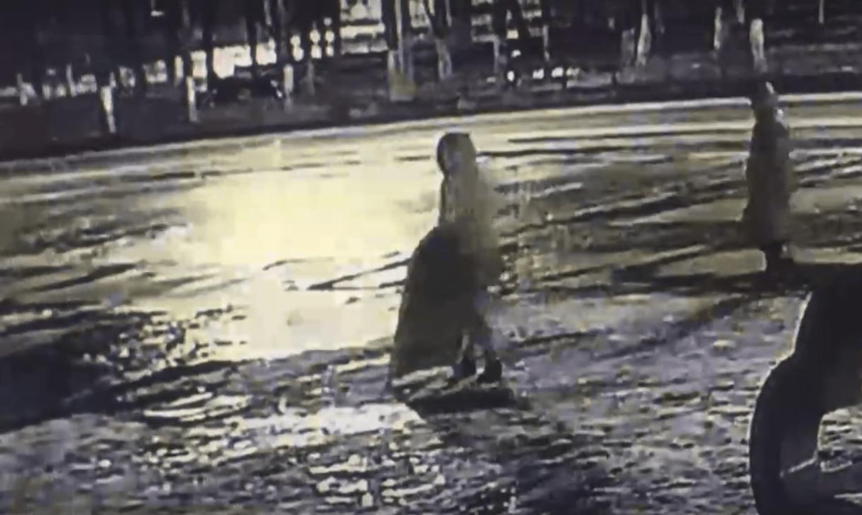 Ночью в Конаково Тверской области две женщины украли уличный штендер