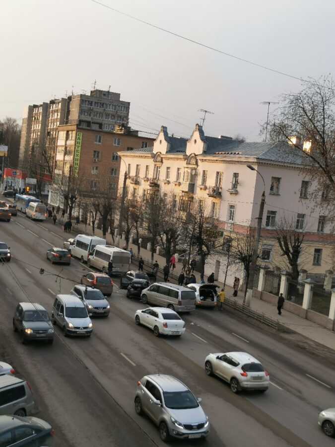 В Твери столкнулись пять машин - есть пострадавший