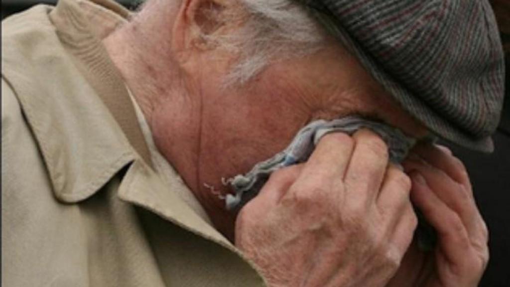 В Тверской области ударили и ограбили пенсионера