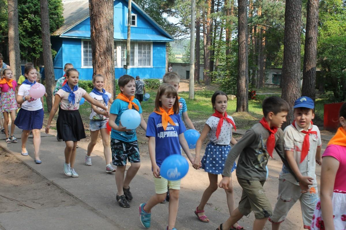В Твери уже можно записывать детей в летние лагеря