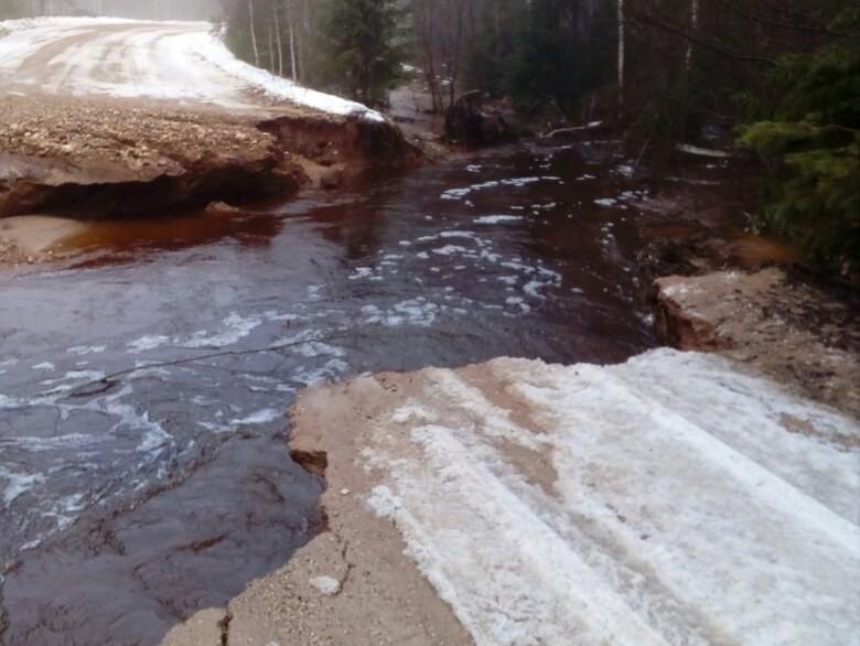 В Тверской области восстановили движение на размытой дороге
