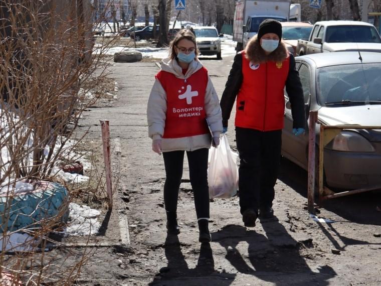 В Твери волонтеры привозят продукты, но в квартиру не входят