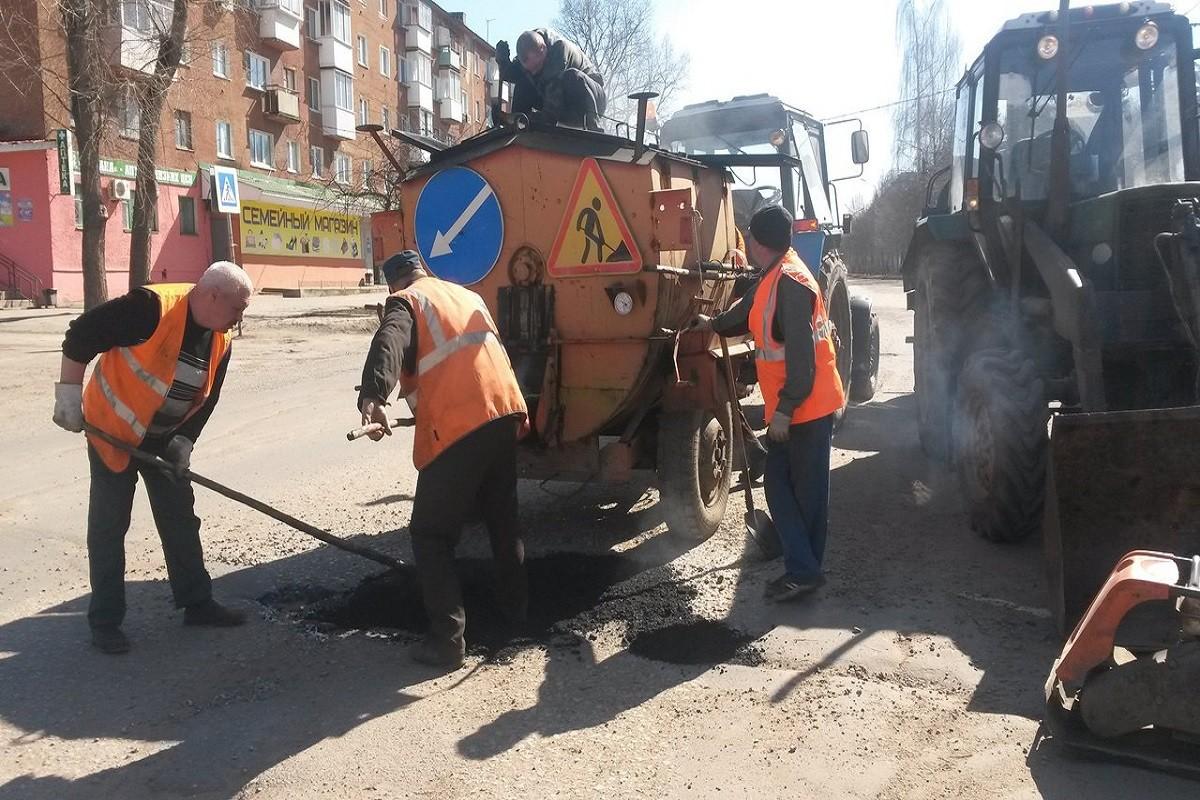 В год Победы в Ржеве продолжается большой дорожный ремонт