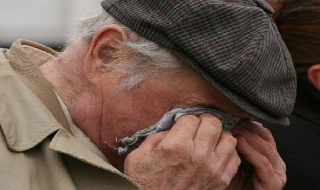 Житель Тверской области отобрал деньги у больного ветерана