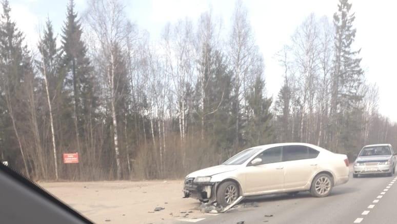 Женщина ушибла грудь во время столкновения трех машин в Тверской области