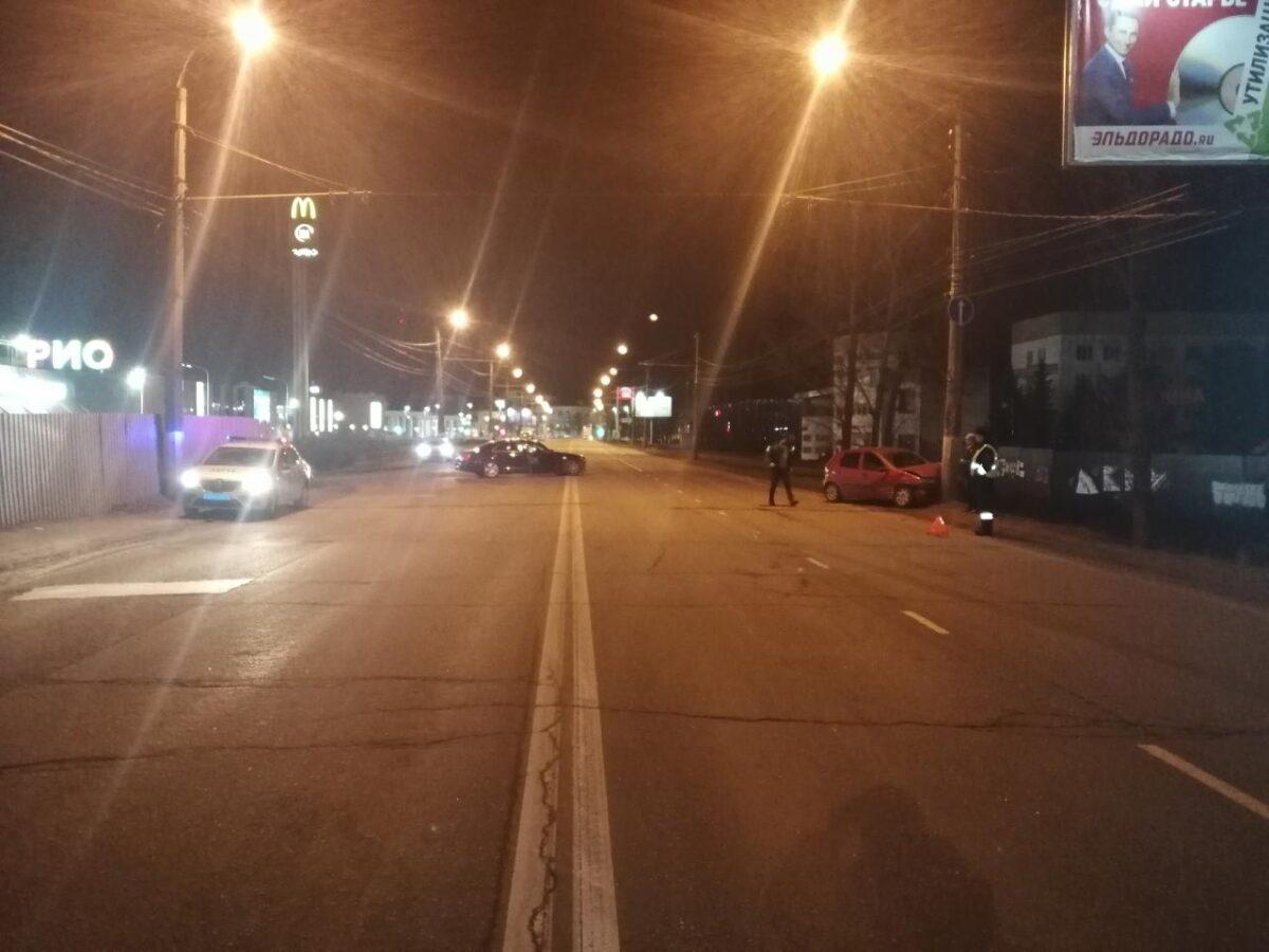 Водитель, не желающий уступить, спровоцировал ДТП с пострадавшей в Твери