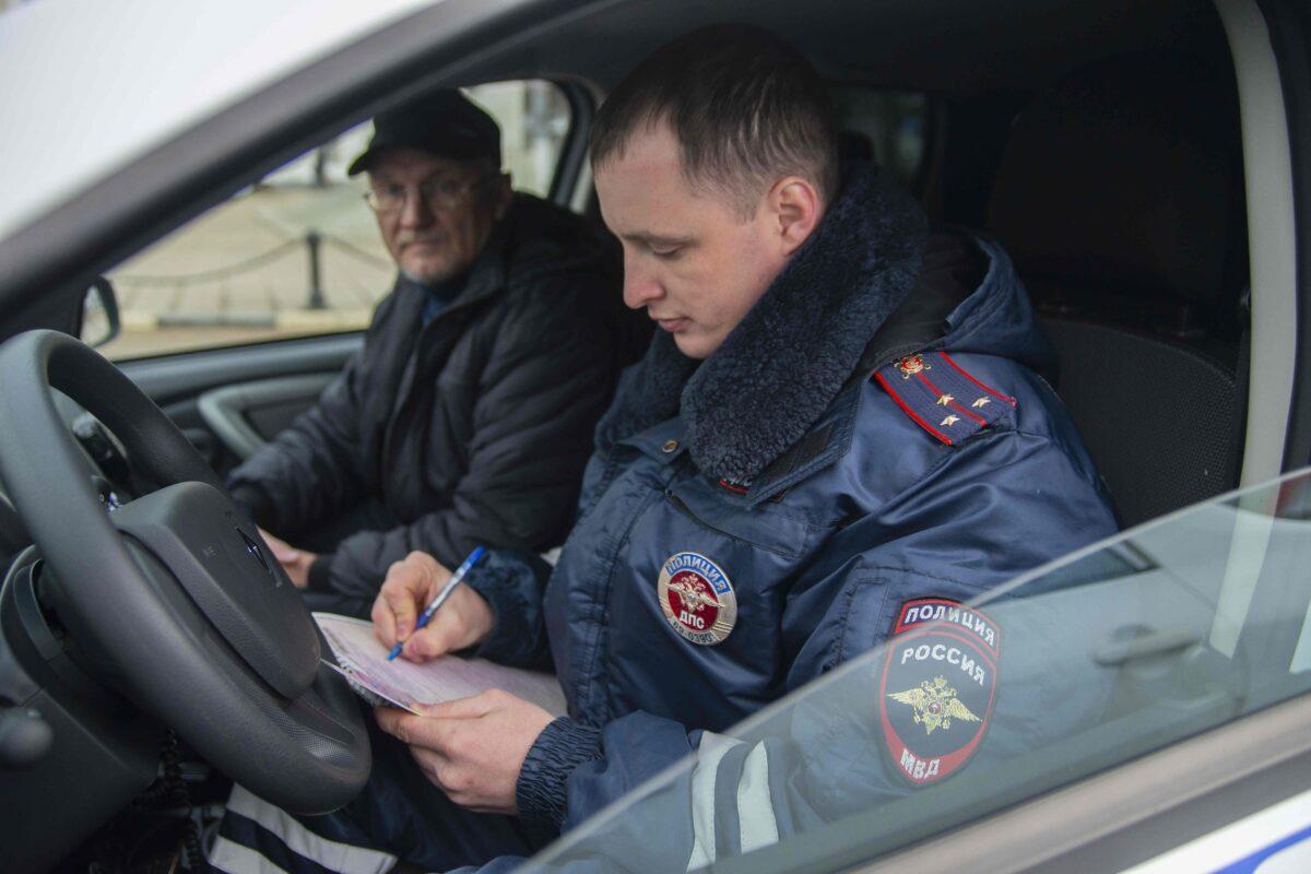 В Твери остановили таксиста без удостоверения, ОСАГО и разрешения