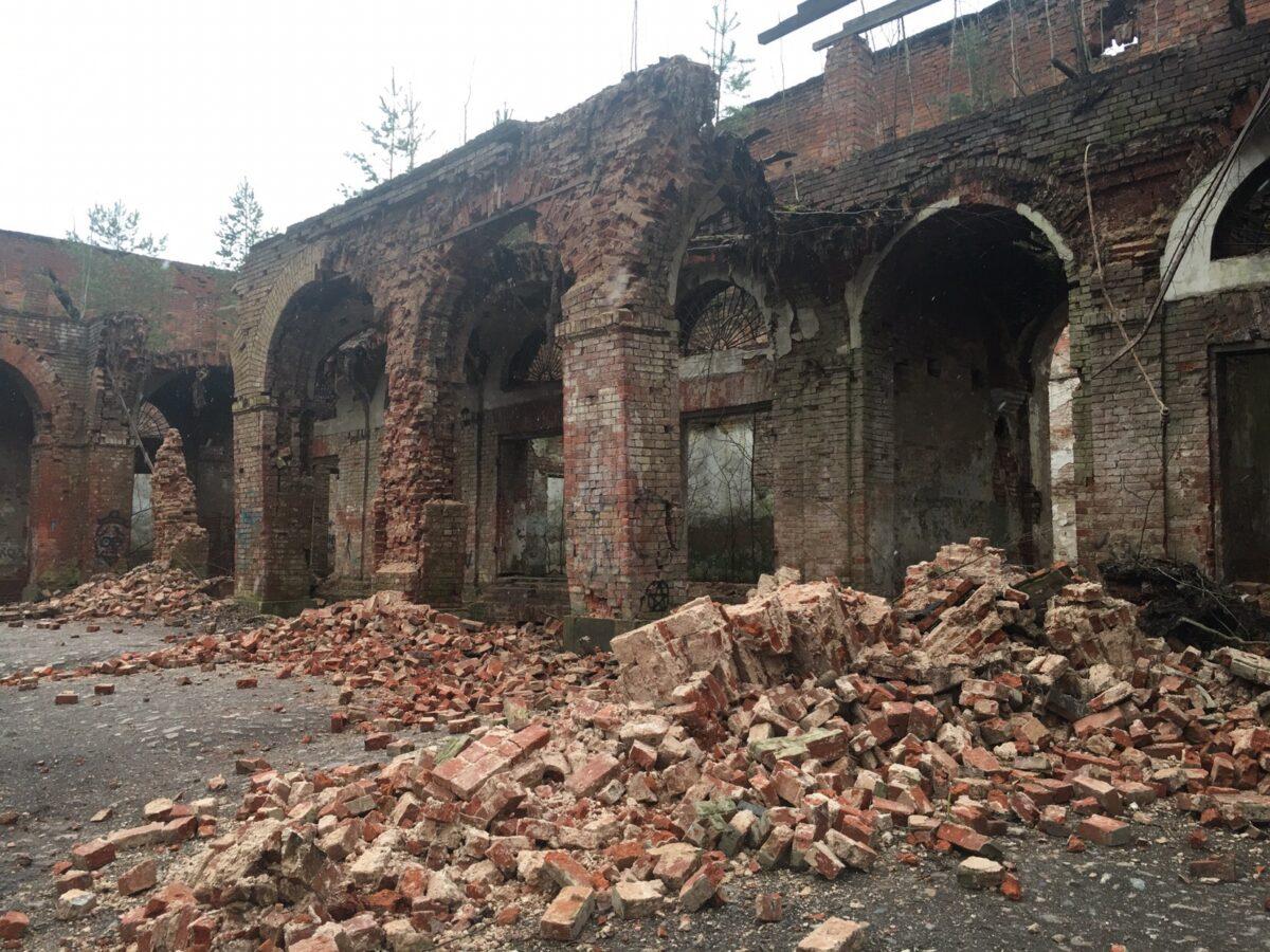 В Тверской области произошло повторное обрушение уникальных Торговых рядов