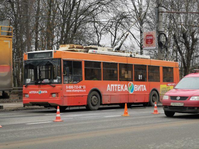 В Твери из-за обрыва проводов встали троллейбусы