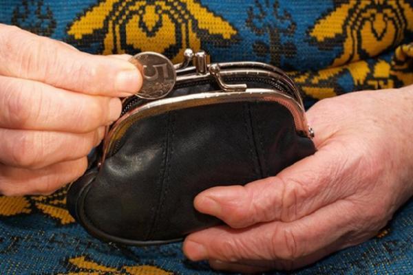 Пожилая жительница Тверской области лишилась кошелька в магазине