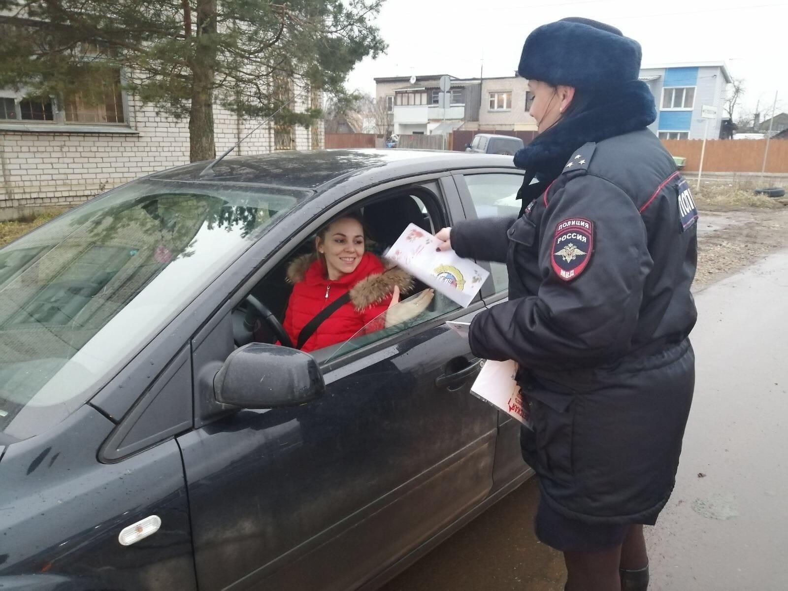 Автоинспекторы в Тверской области поздравляли женщин и находили нарушения