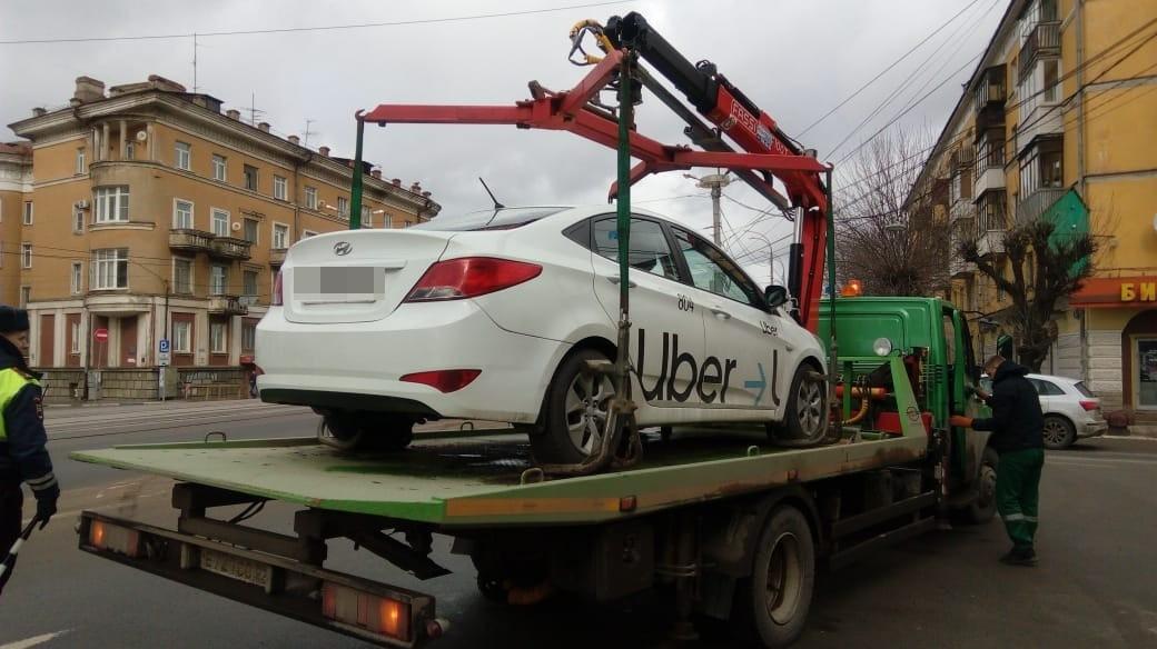 В Твери автоинспекторы изъяли автомобиль у таксиста, который не имел разрешения