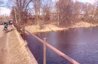 Упавший с моста пожилой мужчина погиб в Тверской области