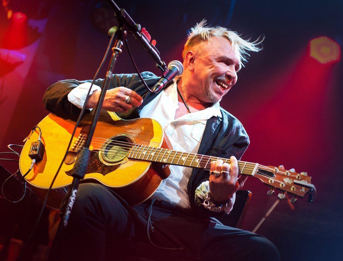 Жители Тверской области смогут бесплатно послушать концерт Гарика Сукачева