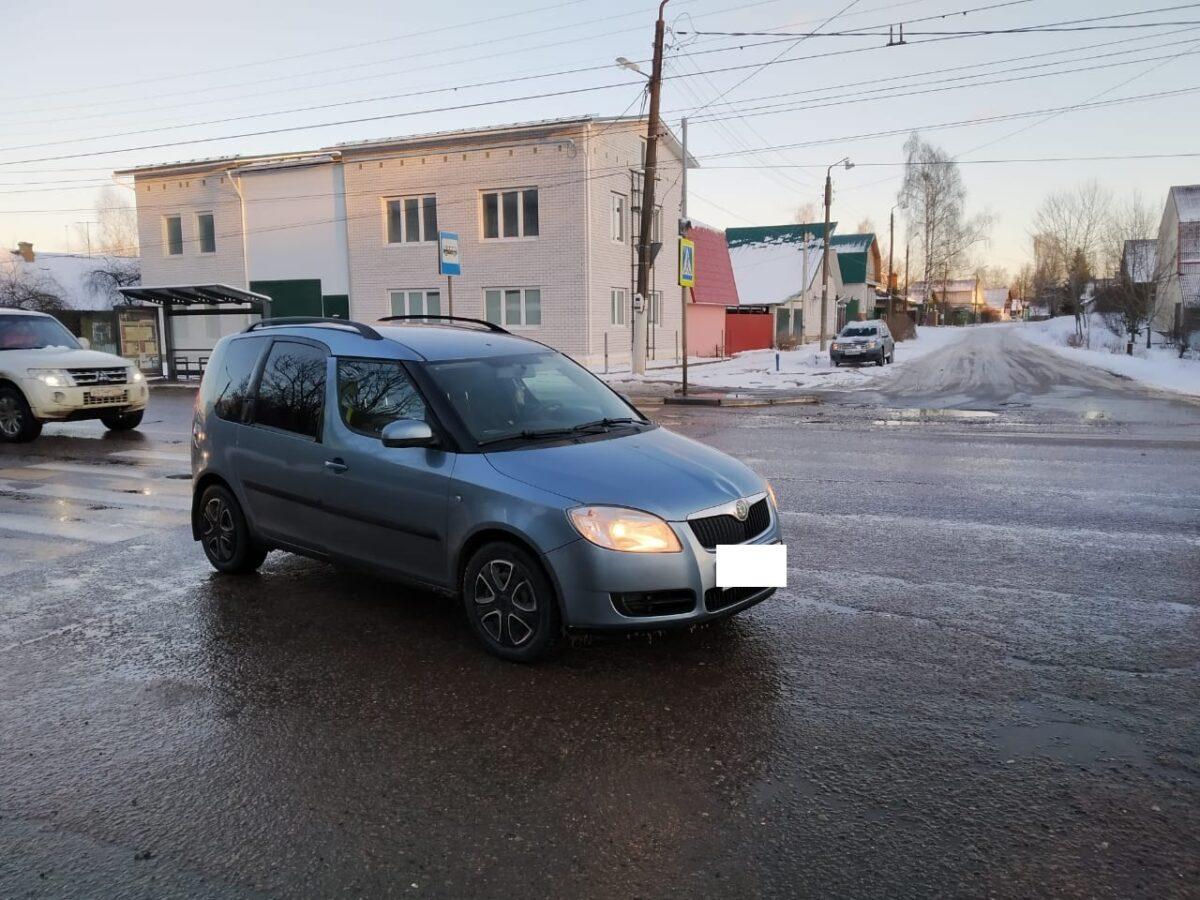 На пешеходном переходе в Твери автомобиль наехал на 13-летнюю девочку