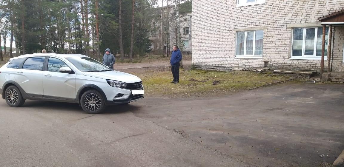 Пожилую женщину сбили на территории больницы в Тверской области