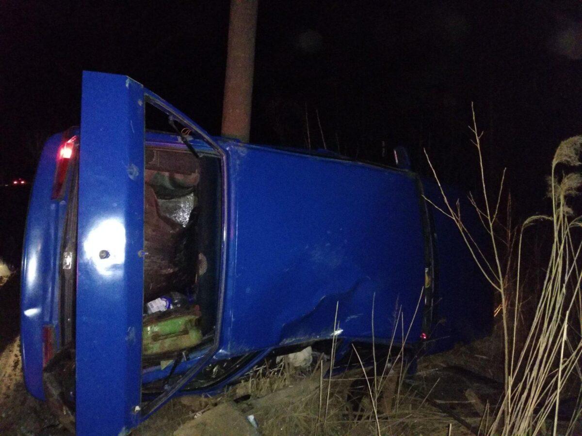 Молодой водитель уходил от погони и врезался в столб в Ржеве