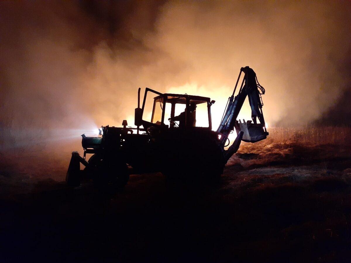 Тракторист в Тверской области спас от огня деревню