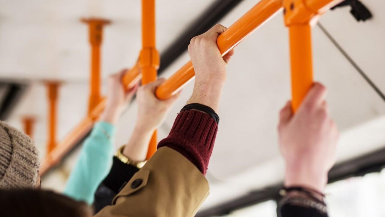 В Твери в автобусе травмировалась пожилая пассажирка