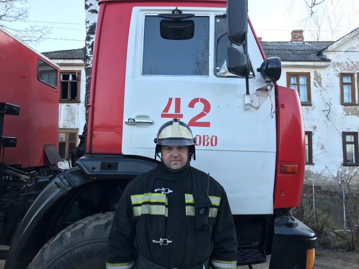 В Тверской области из горящего дома спасли мужчину