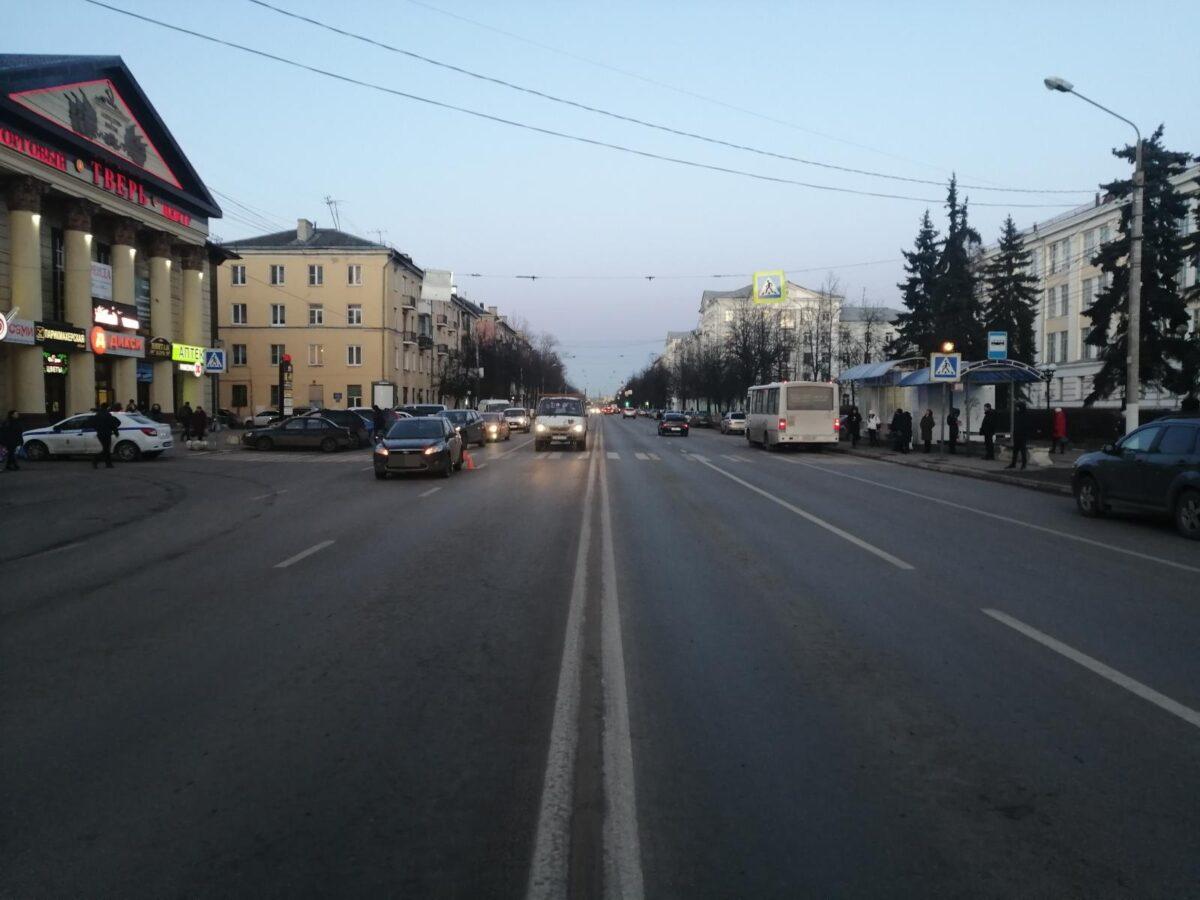 В Твери на пешеходном переходе сбили пожилого мужчину