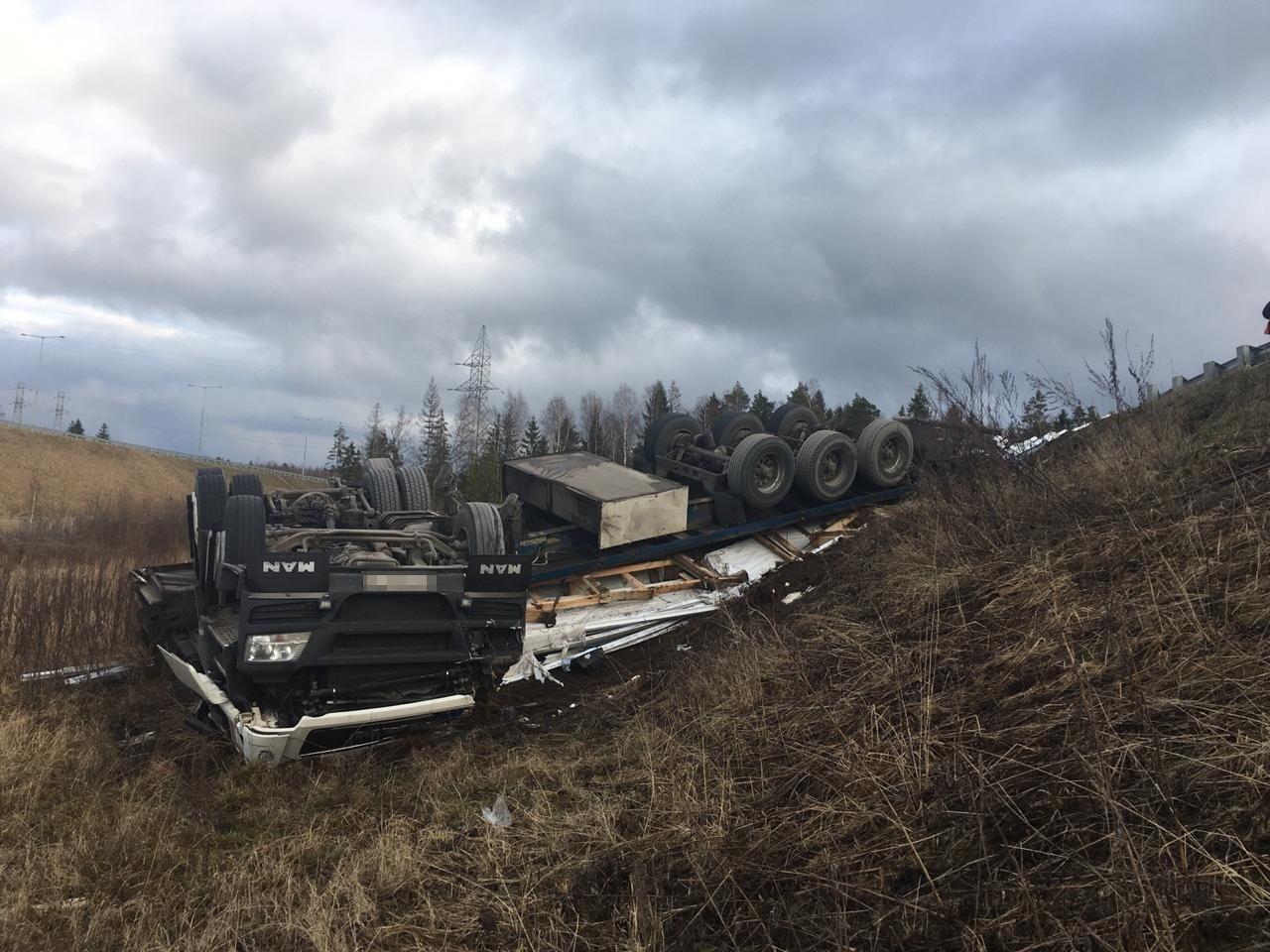 Появились подробности смертельного ДТП с фурой в Тверской области