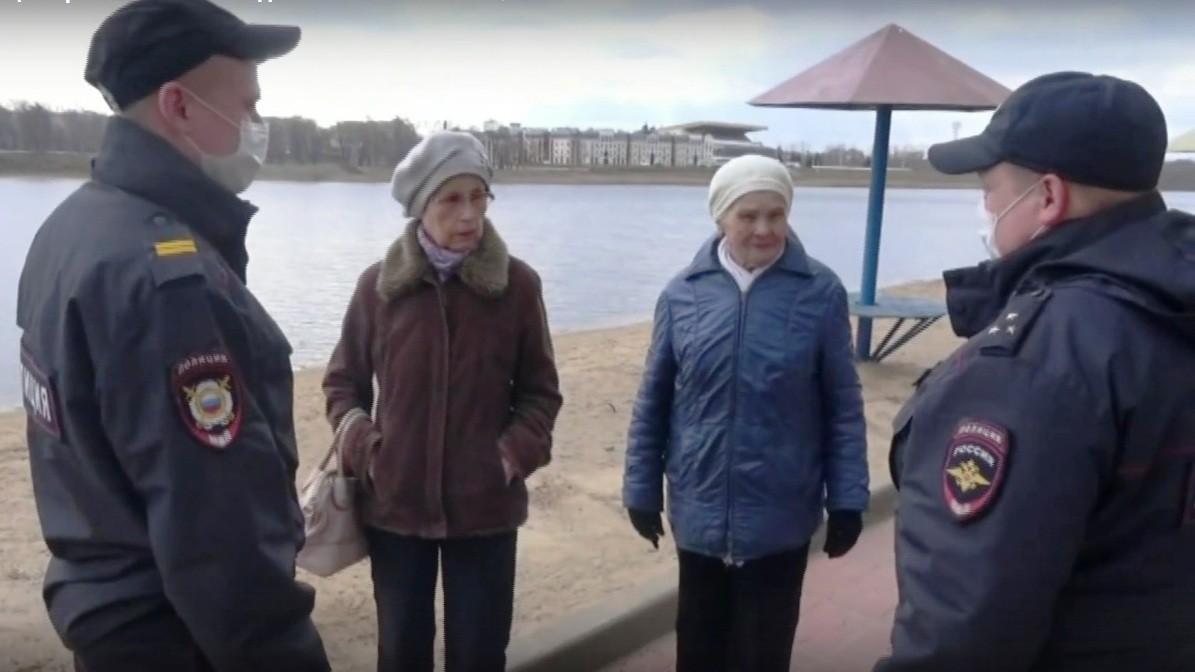 В Твери полицейские следят за гражданами на карантине