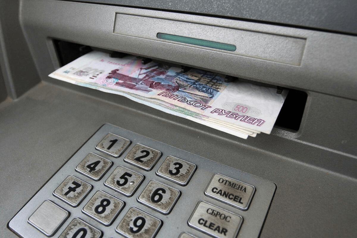 В Тверской области женщина «уступила» свои деньги из банкомата москвичке