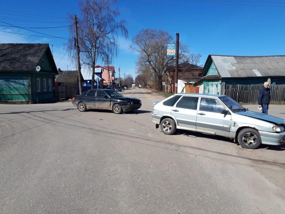 В Тверской области при столкновении двух машин пострадала 11-летняя девочка