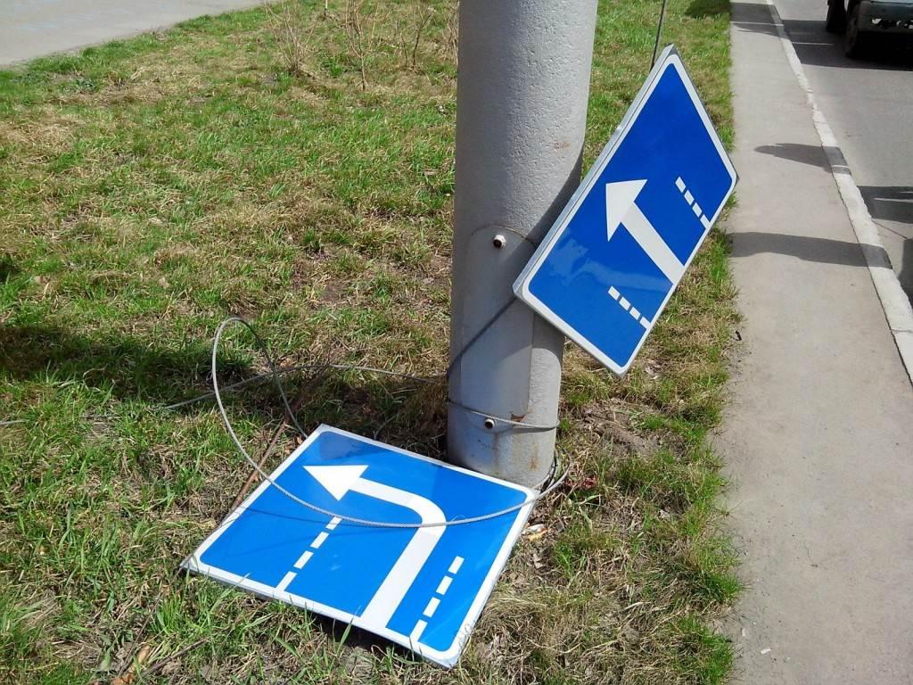 В Твери ветер сорвал дорожные знаки