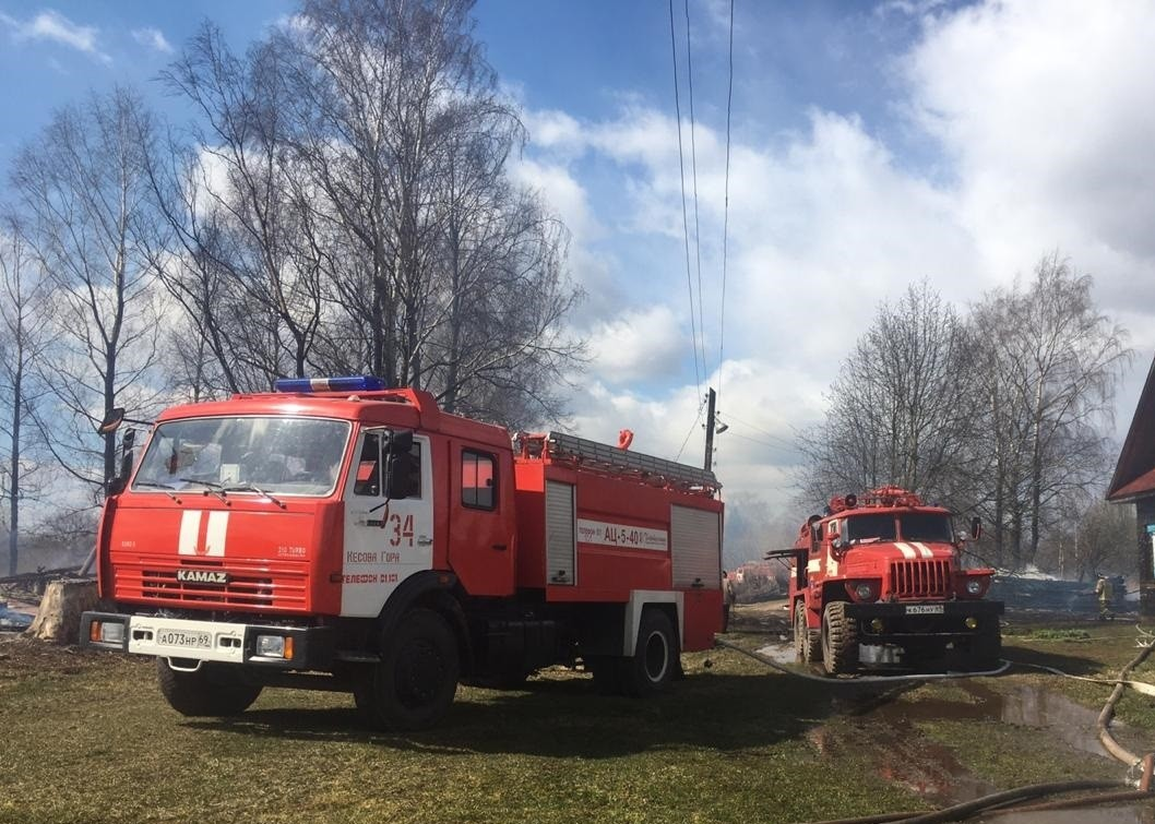 В деревне Тверской области сгорело восемь домов