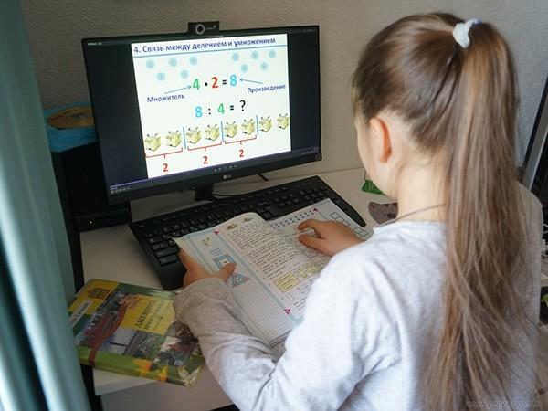 В Тверской области школьники продолжают учиться дистанционно, но есть нюансы