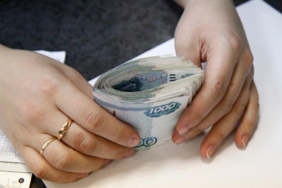 В Твери женщина незаконно перевела себе на счет 900 тысяч рублей