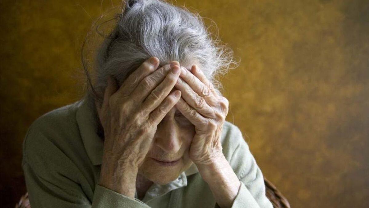 Житель Тверской области избил и ограбил пожилую женщину
