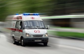 Опубликовано видео, как скорая пробивается через пробку на въезде в Тверь