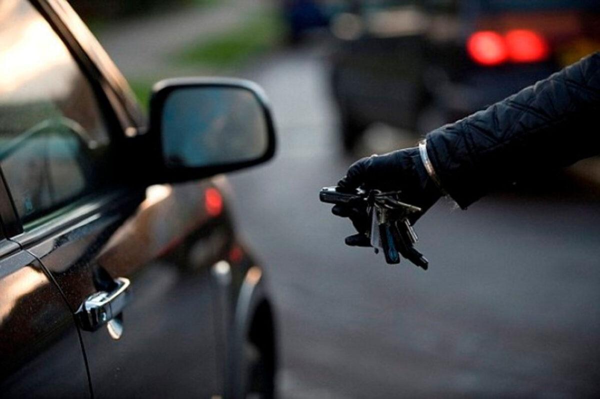 В Тверской области у пенсионера угнали машину