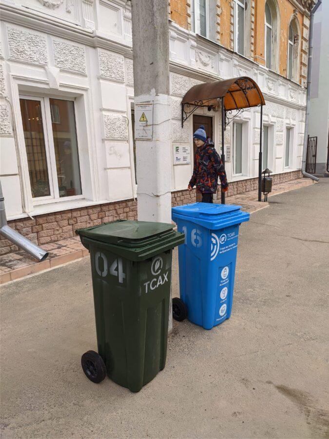На улицах Твери установили большие урны для раздельного сбора мусора
