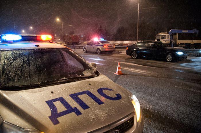 Ночью на М-11 в Тверской области Вольво влетел в барьерное ограждение
