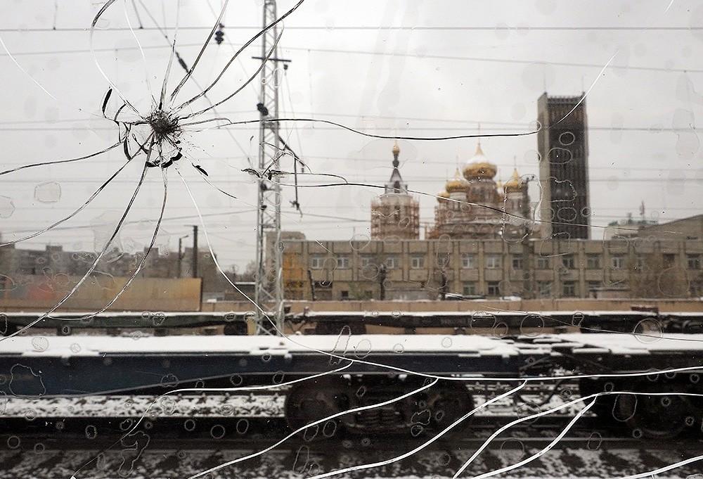 Поезда, следующие через Тверскую область, забрасывают камнями