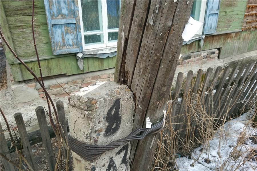 Житель Тверской области добился, чтобы в деревне отремонтировали столб